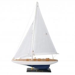 Mały model jachtu Enterprise